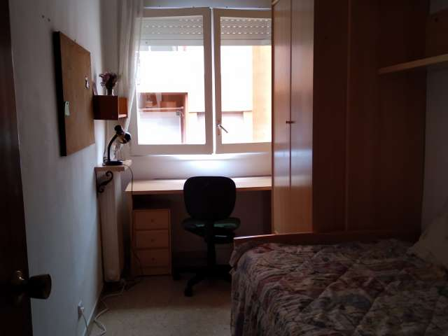 Room for rent in 4-bedroom apartment in El Clot, Barcelona