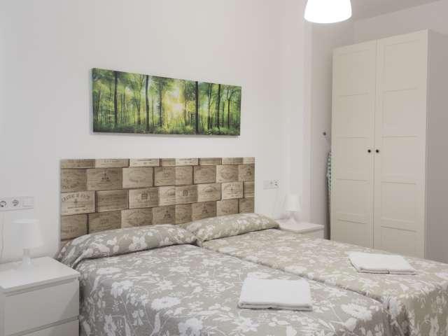 Spacious room in 3-bedroom apartment in Imperial, Madrid