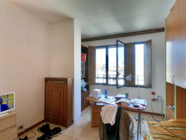 Spacious room for rent in Ticinese, Milan