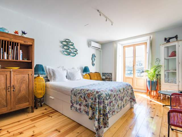 Central studio apartment for rent in Arroios, Lisbon
