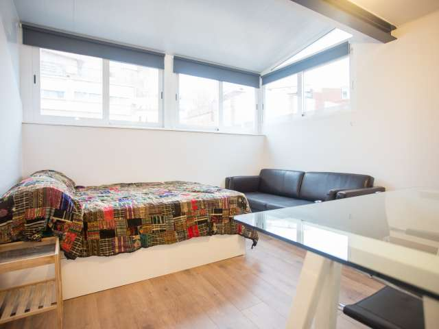 Room for rent, 3-bedroom apartment, lovely Gràcia, Barcelona