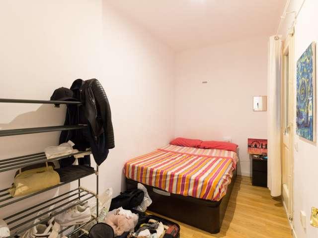 Patio room in 3-bedroom apartment in Eixample Esquerra