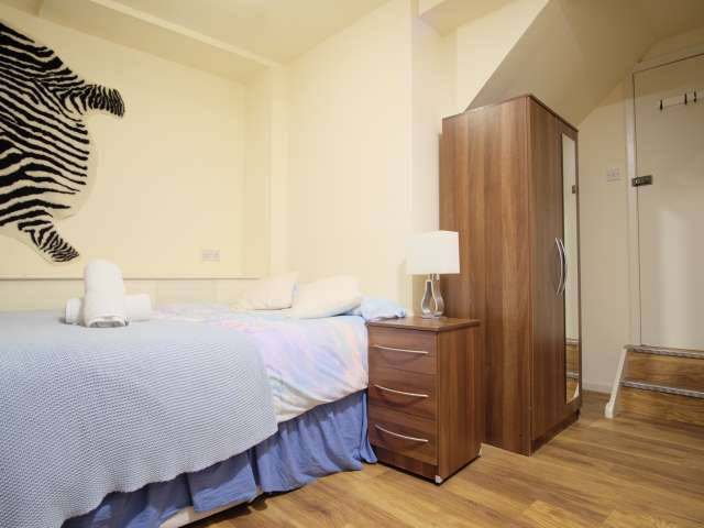 Stylish studio apartment to rent in Mapesbury, London