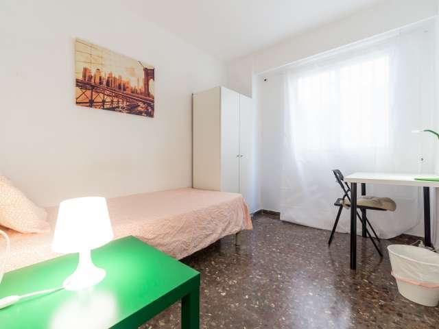 Nice room in 5-bed apartment, El Pla del Real, Valencia