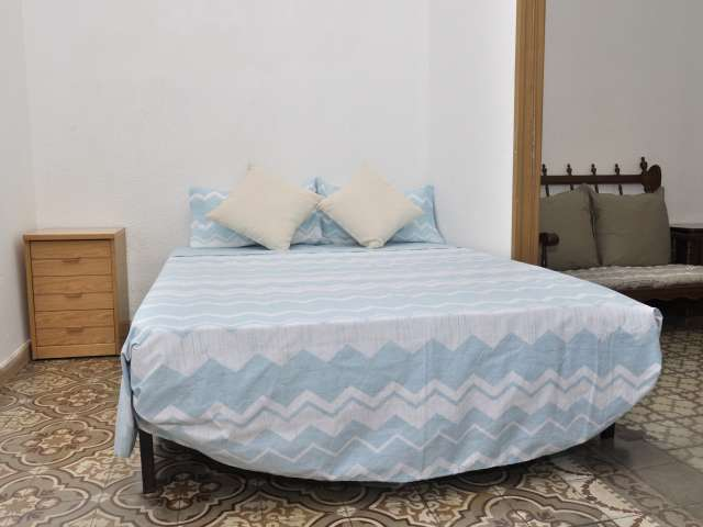 Furnished room in 4-bedroom apartment in Gràcia, Barcelona