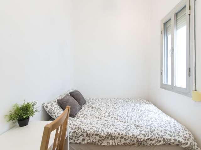 Innenraum in einer 4-Zimmer-Wohnung in Latina, Madrid