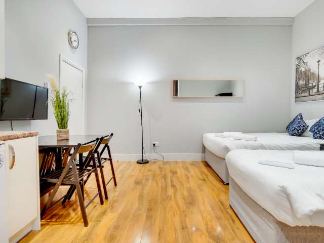 Stylish studio flat to rent in Paddington, London