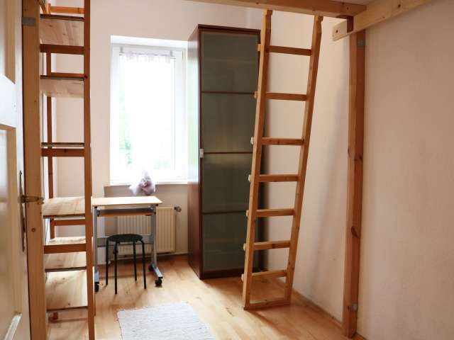Tidy room for rent in 4-bedroom apartment in Tempelhof