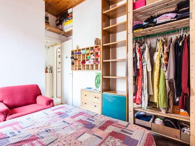 Camera doppia in appartamento con 4 camere da letto a Pigneto, Roma