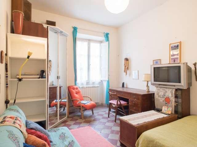 Camera matrimoniale in appartamento con 2 camere da letto a Termini, Roma
