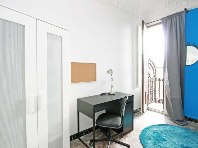 Good room in 6-bedroom apartment in El Born, Barcelona