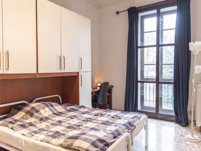 Camera matrimoniale in appartamento con 2 camere da letto a Piramide, Roma