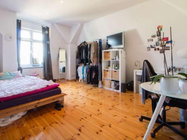 Möbliertes Zimmer in 2-Zimmer-Wohnung in Lichtenberg, Berlin