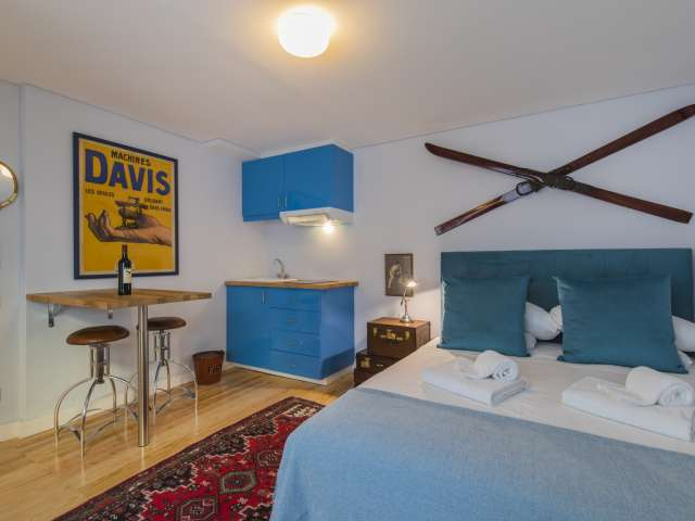Sporty studio apartment for rent in Lapa, Lisbon