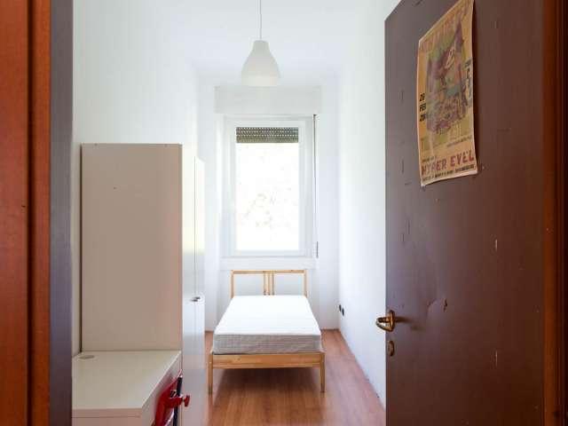 Cozy room for rent in 5-bedroom apartment in Affori, Milan