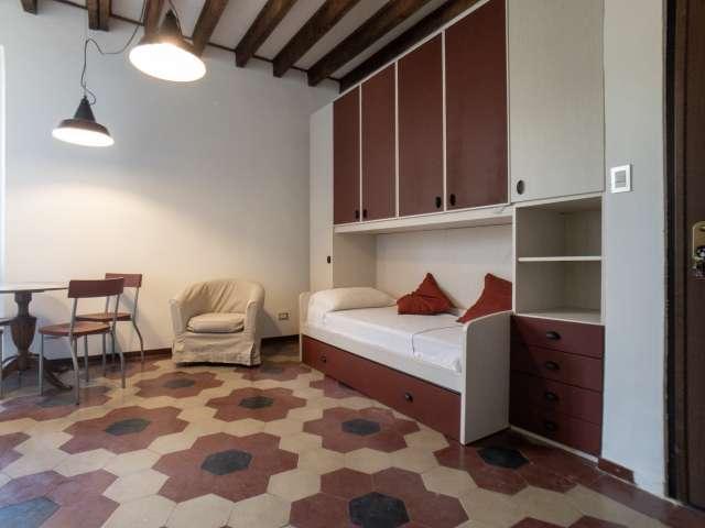 Chic studio apartment for rent in San Cristoforo, Milan