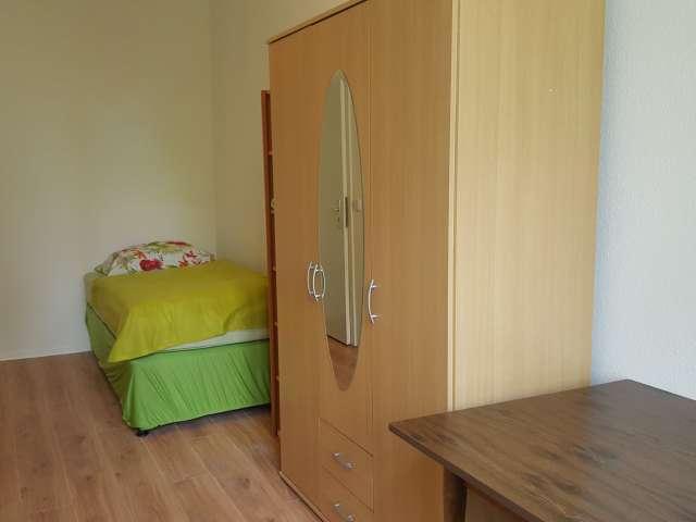 Hübsches Zimmer in 9-Zimmer-Wohnung in Mitte, Berlin