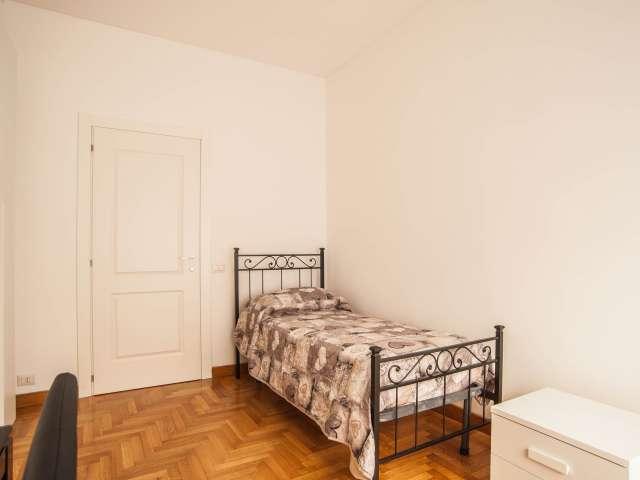 Stanza ordinata in appartamento con 5 camere da letto a Balduina, Roma