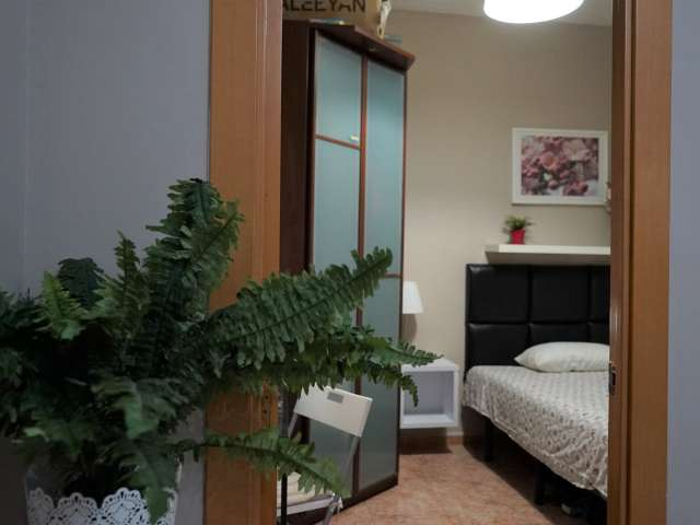 Room to rent in 3-bedroom apartment in Sant Martí