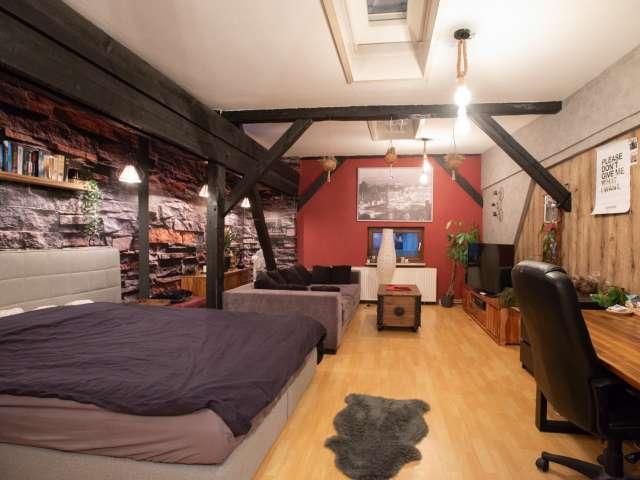Geräumiges Zimmer zur Miete Wohnung mit 4 Schlafzimmern in Mitte