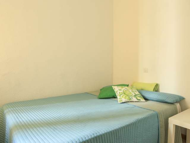 Comfortable room in apartment in Ríos Rosas, Madrid