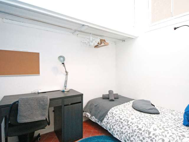Nice room in 6-bedroom apartment in El Born, Barcelona