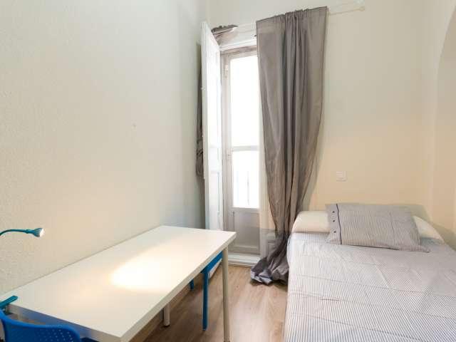Cómoda habitación en apartamento en Puerta del Sol, Madrid