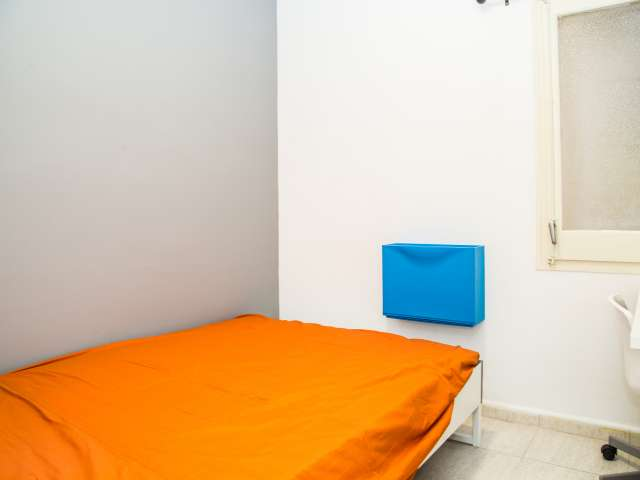 Comfortable room in shared apartment in Eixample, Barcelona