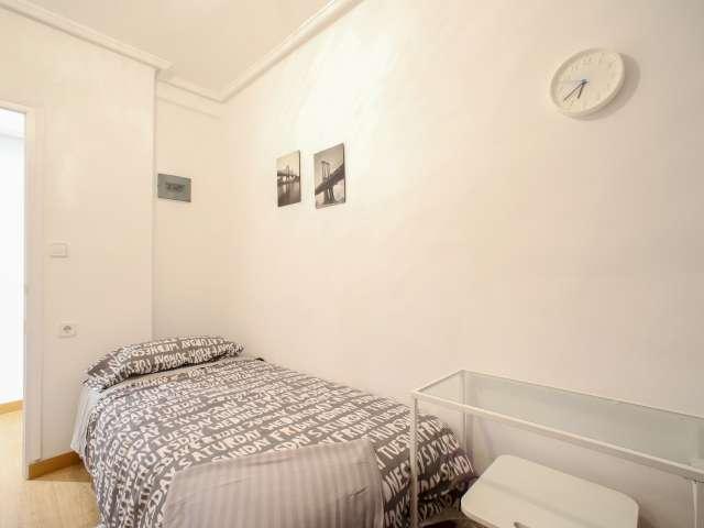 Bright room in 4-bedroom apartment in Rascanya, Valencia