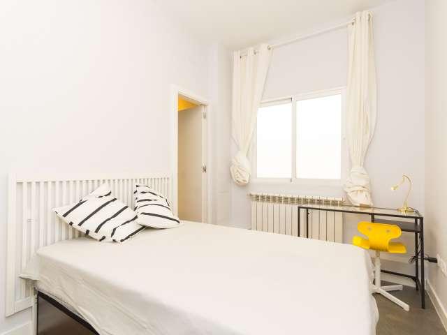 Habitación acogedora en apartamento de 6 dormitorios en Salamanca, Madrid