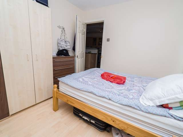 Furnished room in flat in Earls Court, London