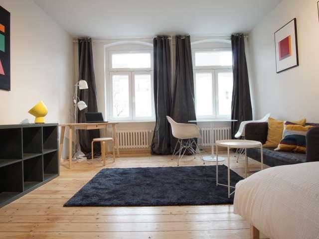Helles Zimmer in 4-Zimmer-Wohnung, Mitte, Berlin