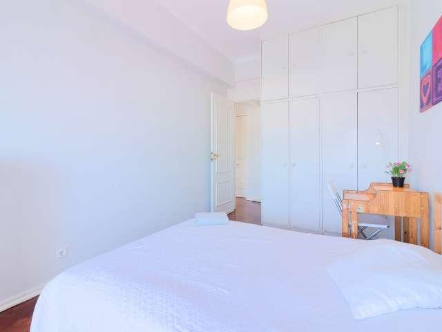 Quarto luminoso em apartamento de 3 quartos, São Domingos de Benfica