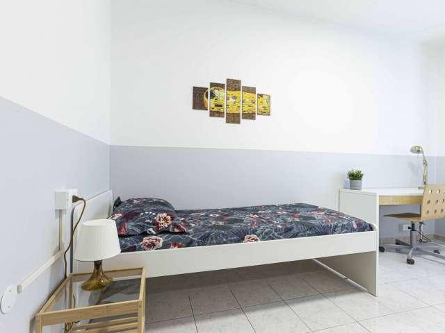 Camera in affitto in appartamento con 6 camere da letto a Bicocca, Milano