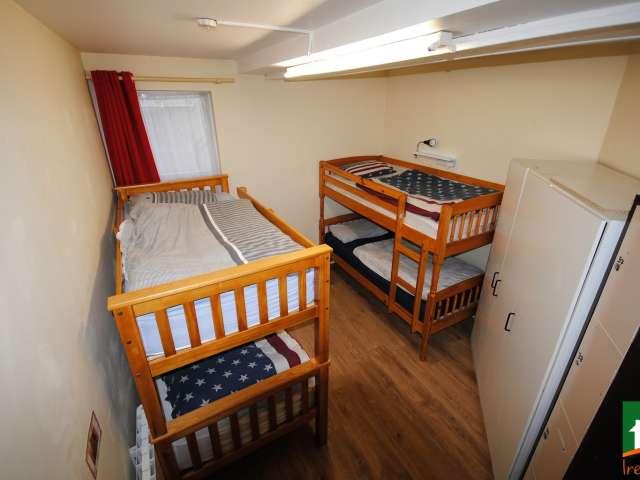 Lits à louer en colocation dans un appartement de 6 chambres à Smithfield