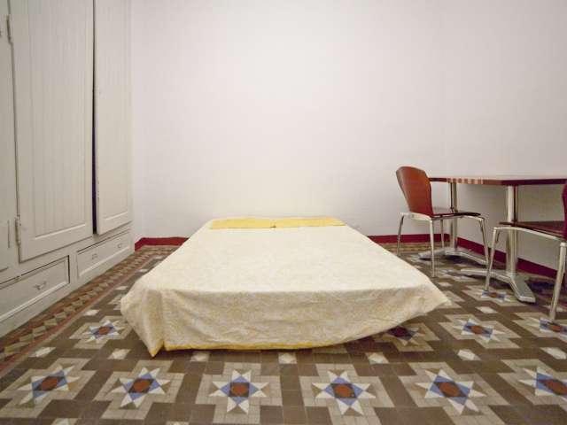 Chambre dans un appartement de 6 chambres à L'Esquerra de l'Eixample