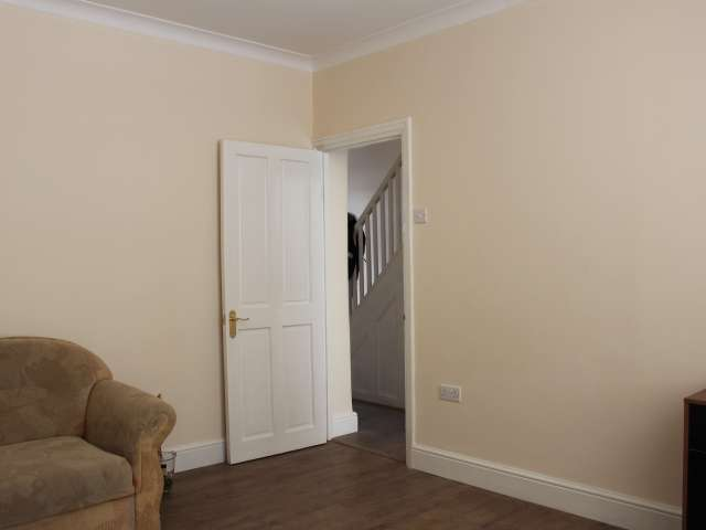 Equipped room in shared flat in Tottenham, London