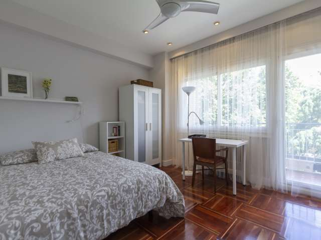 Chambre dans un appartement de 7 chambres à coucher à Nueva España, Madrid