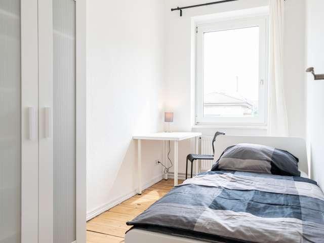 Gemütliches Zimmer in 4-Zimmer-Wohnung in Treptow-Köpenick