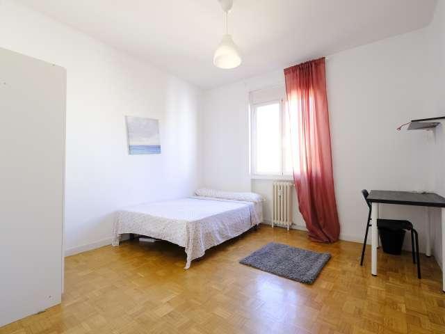 Chambre confortable à louer dans un appartement de 4 chambres à La Latina