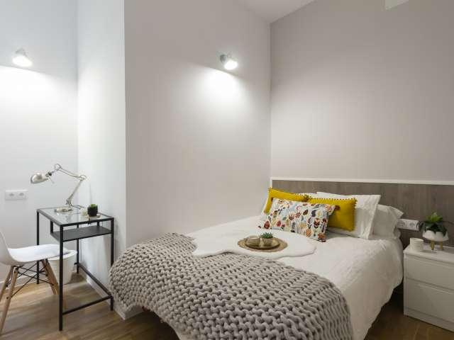 Tidy room in 9-bedroom apartment in Retiro, Madrid