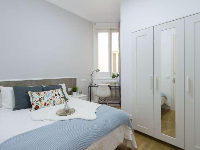 Bright room in 9-bedroom apartment in Retiro, Madrid