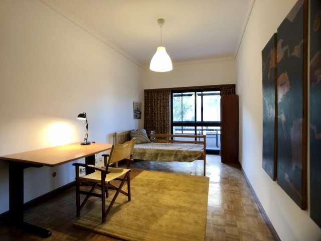 Room in 5-bedroom apartment in São Domingos de Benfica