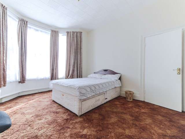 Studio apartment to rent in Clapton, London
