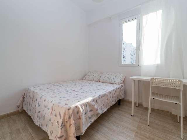 Room in shared apartment in El Plà del Real, Valencia