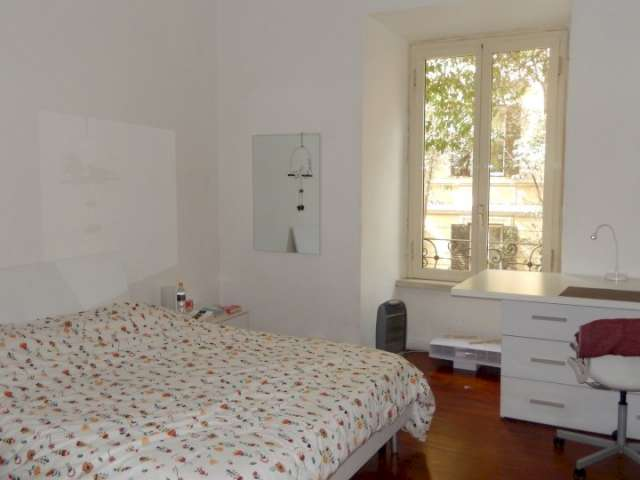 Room for rent in apartment with 6 bedrooms in Prati, Rome