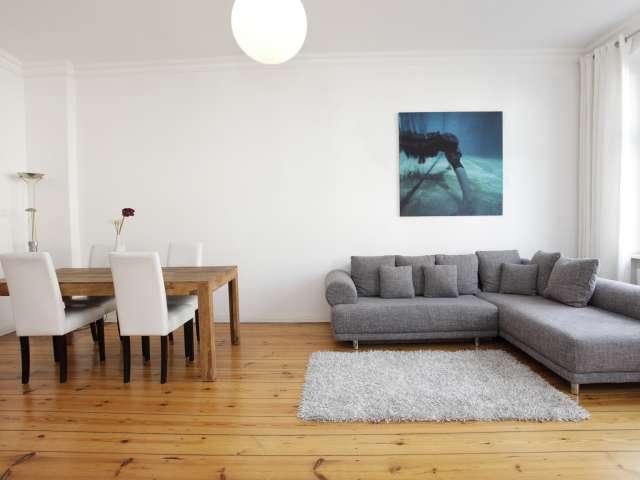1-Zimmer-Wohnung mit Blick auf die Straße in Tempelhof, Berlin