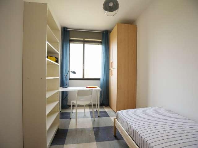 Camera in affitto in appartamento con 4 camere da letto - Bicocca, Milano