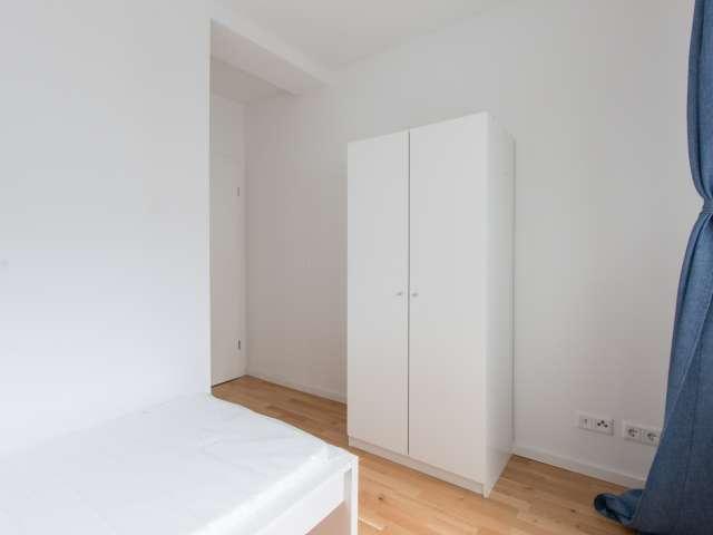 Gemütliches Zimmer in 7-Zimmer-Wohnung in Mitte, Berlin