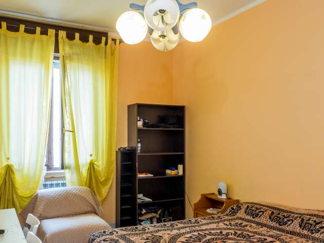 Double shared room in 2-bedroom apartment in Turro